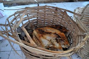 Trockenfisch in Korb